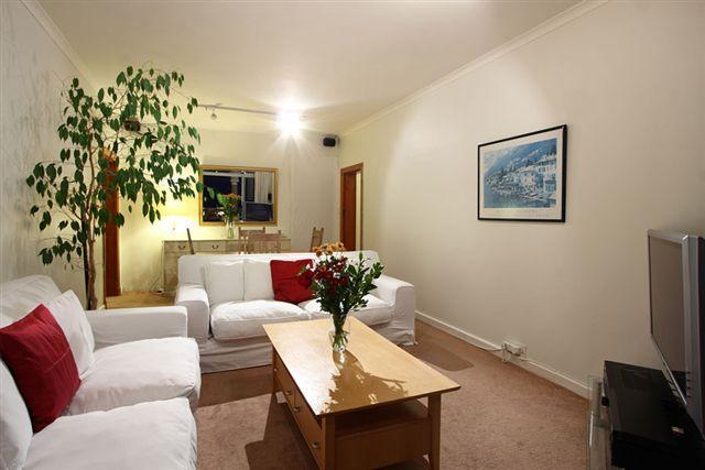 Lounge - Camps Bay 2 BR Penthouse Apt 5 Min Walk to Beach - Camps Bay - rentals