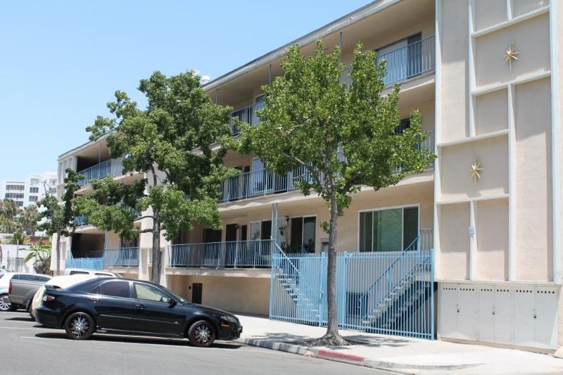 Exterior First Street - Long Beach Tradewinds & Light one block from beach - Long Beach - rentals