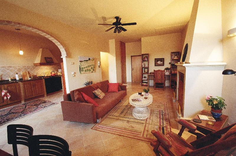 Relax in comfortable living room - Charming apartment on Tuscany/Umbria border - Paciano - rentals