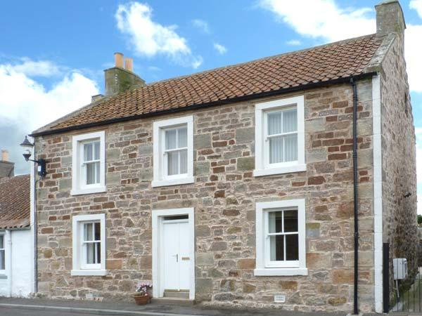 CAIRNHILL, WiFi, lawned garden with furniture, close to St. Andrews, Ref 31074 - Image 1 - Anstruther - rentals