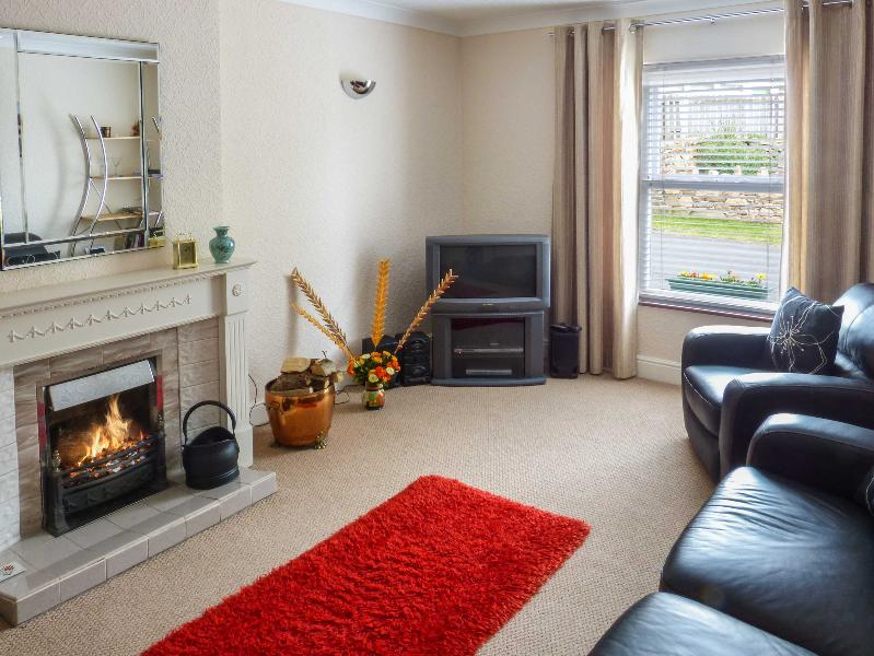 SPRINGFIELD COTTAGE, open fire, lawned garden with furniture, WiFi, in Little Clifton, Cockermouth, Ref 912893 - Image 1 - Eaglesfield - rentals