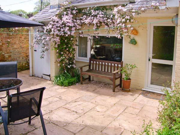 BRAMLEY NOOK all ground floor, romantic retreat, lovely village location in Damerham Ref 913307 - Image 1 - Damerham - rentals