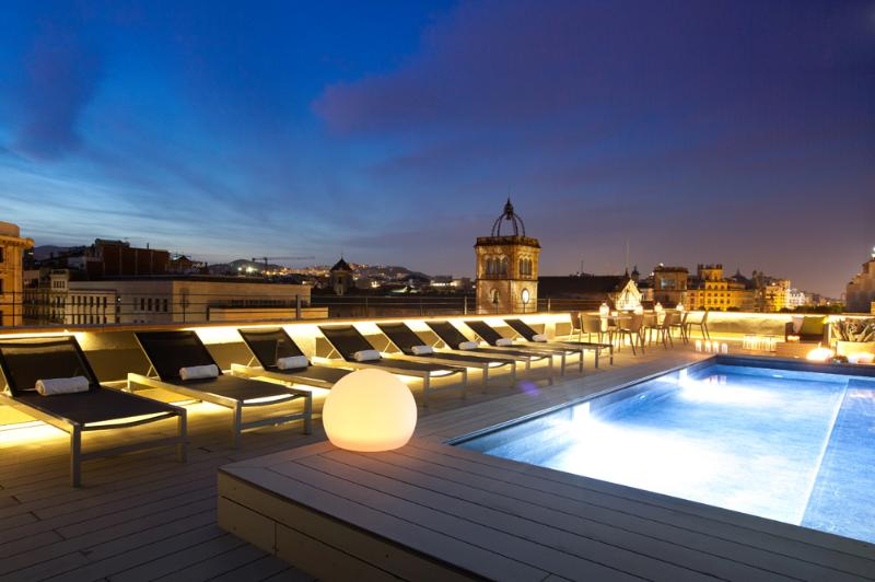 Spectacular Communal Terrace and Pool. Night view. - Luxury In A Central Location - Miro 143 - Barcelona - rentals