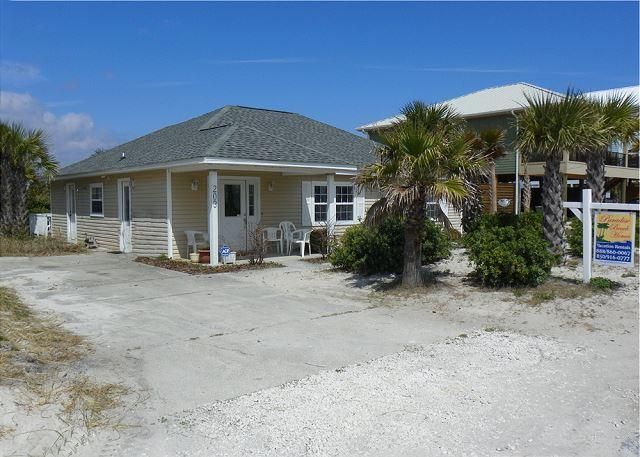 This home is just across Ariola Drive from the beach and offers a great back deck, two living areas and is within walking distance to shops and dining. - Ariola 203 - The Cottage - Pensacola Beach - rentals