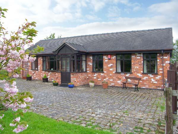 MOLLS COTTAGE, enclosed garden, pet-friendly, single-storey, in Nantwich, Ref. 38061 - Image 1 - Nantwich - rentals