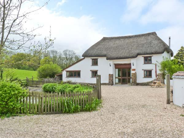 GROVES FISHLEIGH, detached, thatched barn convsersion, woodburner, walking - Image 1 - Hatherleigh - rentals