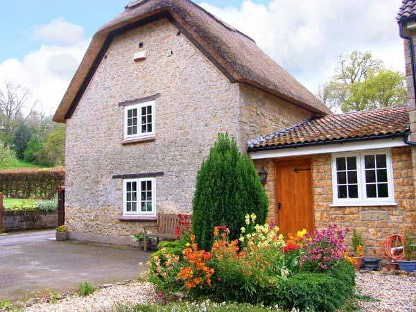 THE THATCH, romantic, pet-friendly retreat with garden, close to village pub - Image 1 - Galhampton - rentals