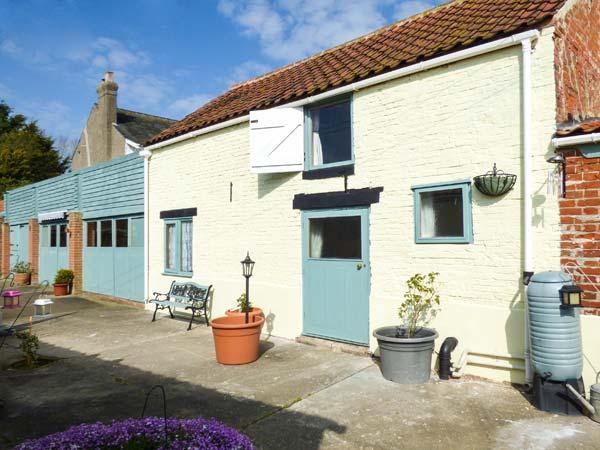 WILLOW COTTAGE, fantastic touring base, character cottage near Great Yarmouth, Ref. 905167 - Image 1 - Belton - rentals
