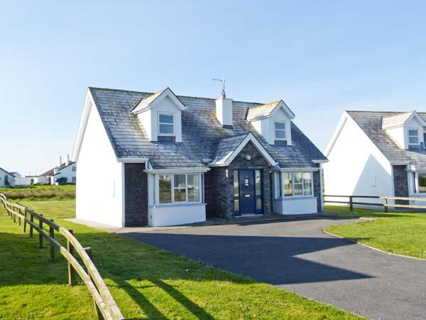 SEA BREEZE, en-suite facilities, open fire, great family cottage in Liscannor, Ref. 905875 - Image 1 - Liscannor - rentals