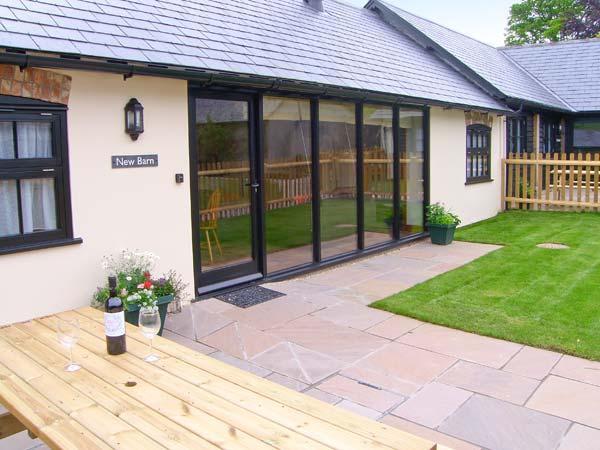 NEW BARN, single-storey pet-friendly cottage with wwodburner, en-suite, Blandford Forum Ref 906896 - Image 1 - Turnworth - rentals