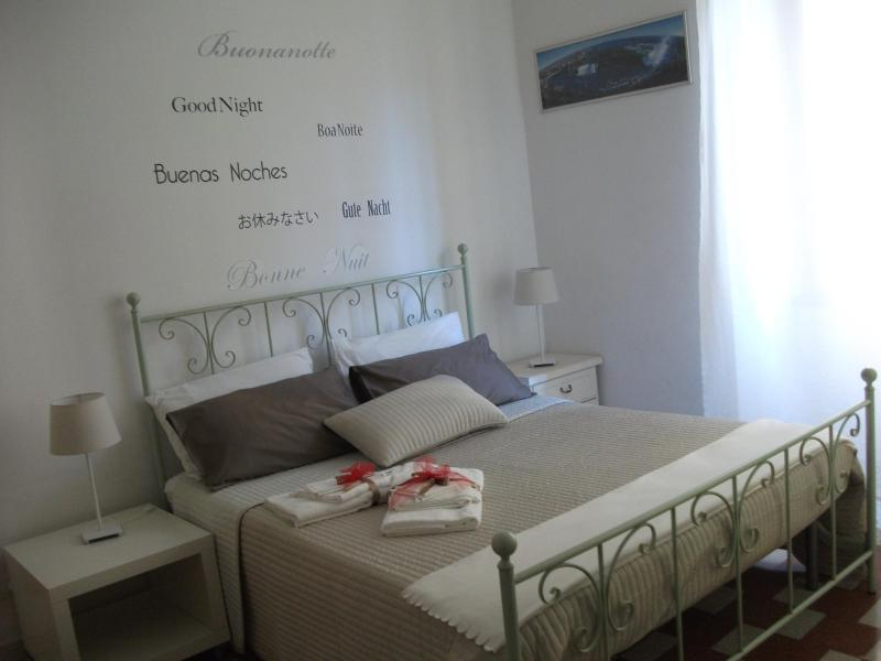First Double Bedroom - Details - Sunrise in Rome Holidays - Few steps from Vatican - Rome - rentals