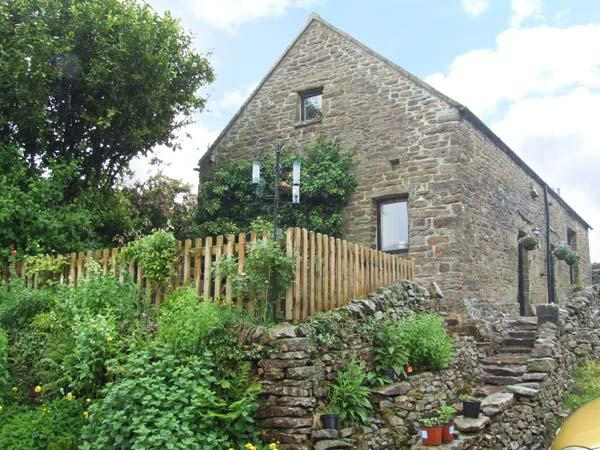 GLEN COTTAGE, pet friendly, country holiday cottage, with a garden in Longnor, Ref 2413 - Image 1 - Longnor - rentals