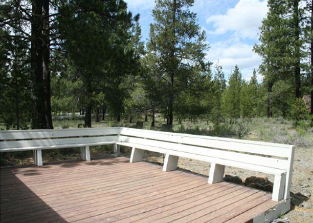 Walk to Fort Rock Park! Private Hot Tub, Free Ski Shuttle - Image 1 - Sunriver - rentals