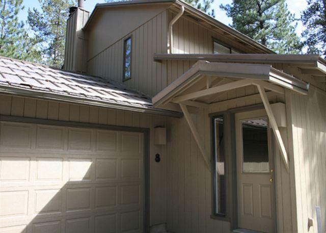 Close To Fort Rock Park, Private Hot Tub, 8 Unlimited SHARC Passes - Image 1 - Sunriver - rentals
