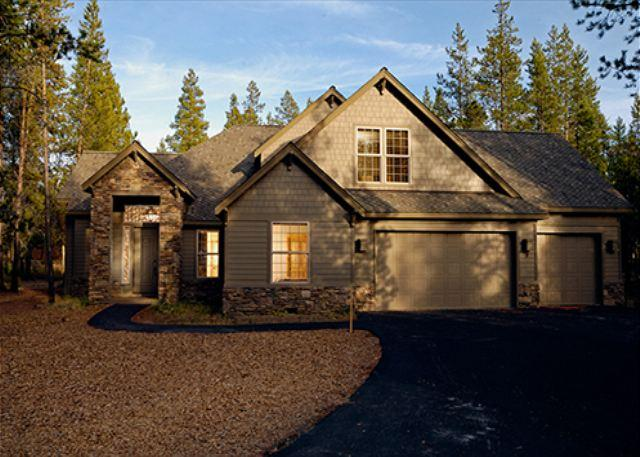 Sleeps 18, Close to Village Mall, Pool Table, 4 Masters!!! - Image 1 - Sunriver - rentals