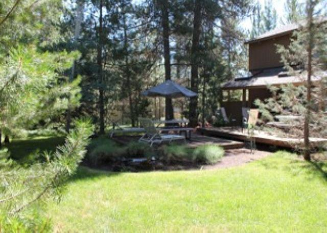 Close to Fort Rock Park, Private Hot Tub, 10 Unlimited SHARC Passes - Image 1 - Sunriver - rentals
