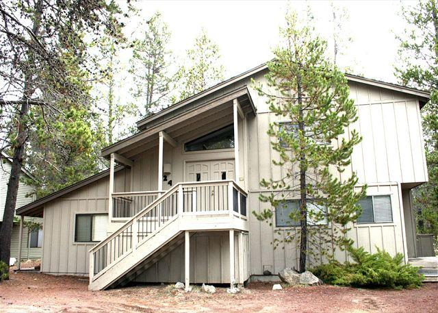 Walk To The River, 8 Unlimited SHARC Passes, Private Hot Tub, Foosball - Image 1 - Sunriver - rentals