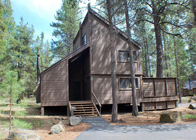 Come Enjoy This Cabin In The Woods, Hot Tub & Pet Friendly - Image 1 - Sunriver - rentals