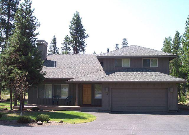 Luxurious Vacation Home with Two Master Suites, 10 Unlimited SHARC Passes! - Image 1 - Sunriver - rentals