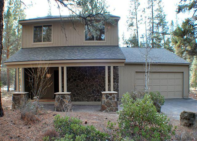 Front Exterior - Close to the Sunriver Village Mall, 10 Unlimited SHARC Passes, 2 Masters - Sunriver - rentals