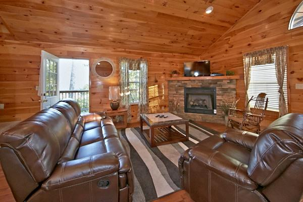 Family Room - Papa Bear-Beautiful View In the Smoky's - Pigeon Forge - rentals