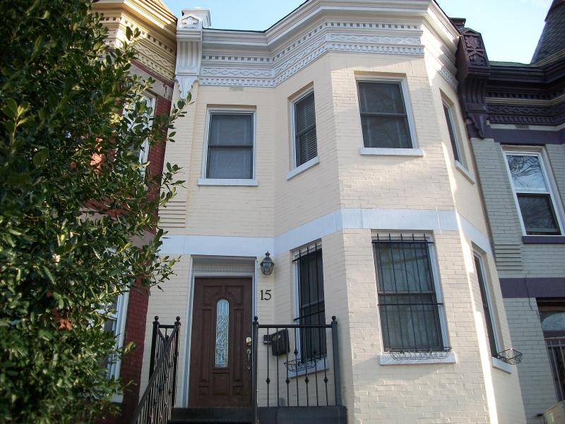 Rhode Island Ave Suites! Great 2BR 2.5 BA Downtown Dc - Image 1 - Washington DC - rentals