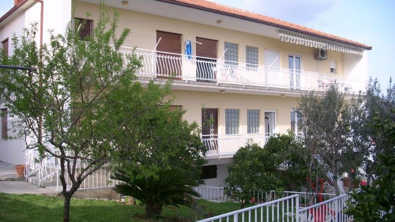 Comfortable apartment - Image 1 - Seget Donji-Vranjic - rentals