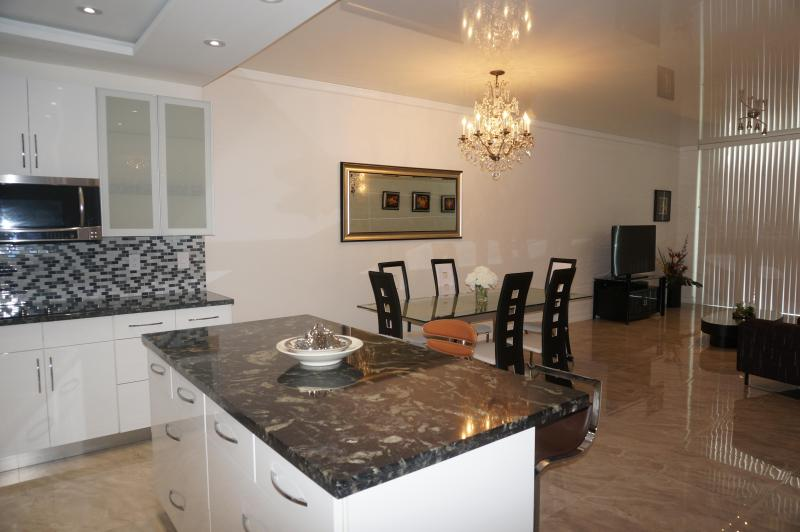 KITCHEN - Penthouse Remodeled 2 Br +Den 17TH FL SUNNY ISLES - Sunny Isles Beach - rentals