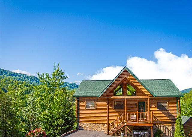 Summer Specials from $249! 4BR Gatlinburg Cabin w/ Views & Hot Tub! - Image 1 - Gatlinburg - rentals