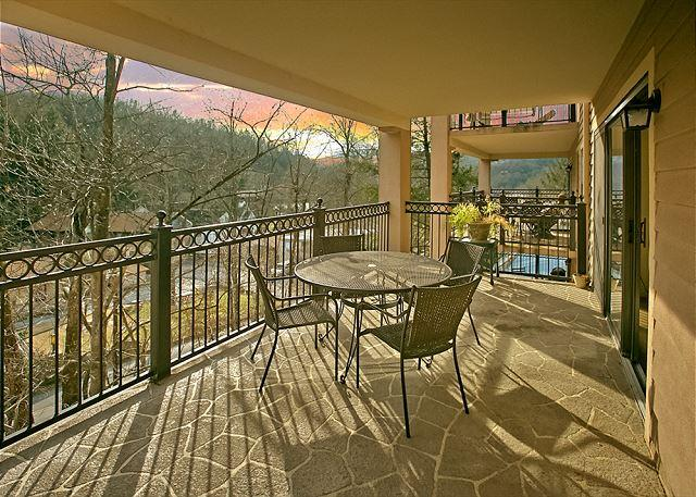 2BR Gatlinburg Condo on River. March Specials from $99. Walk to Downtown! - Image 1 - Gatlinburg - rentals