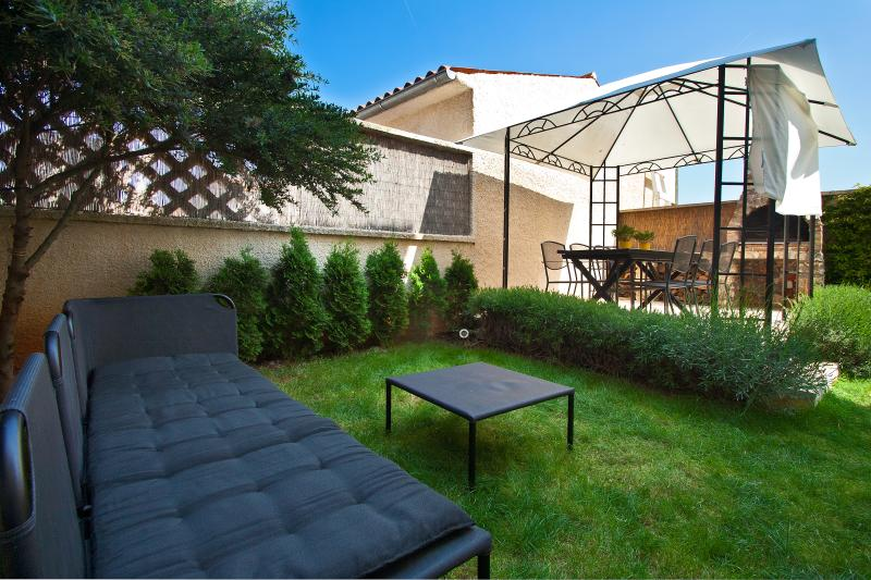 LARGE APARTMENT WITH GARDEN FOR 6 - 80m2 large apartment with garden for 6 persons - Pula - rentals