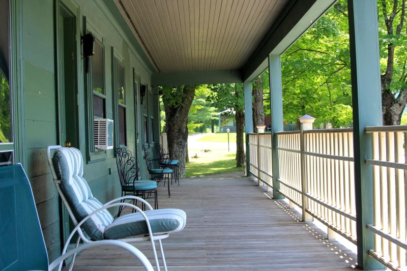 A big deck off every bedroom in the beautiful green mountains. Pool and tennis too! - Great for Big Groups! 6.5 bedroom, 7 bath sleep 20 - Manchester - rentals