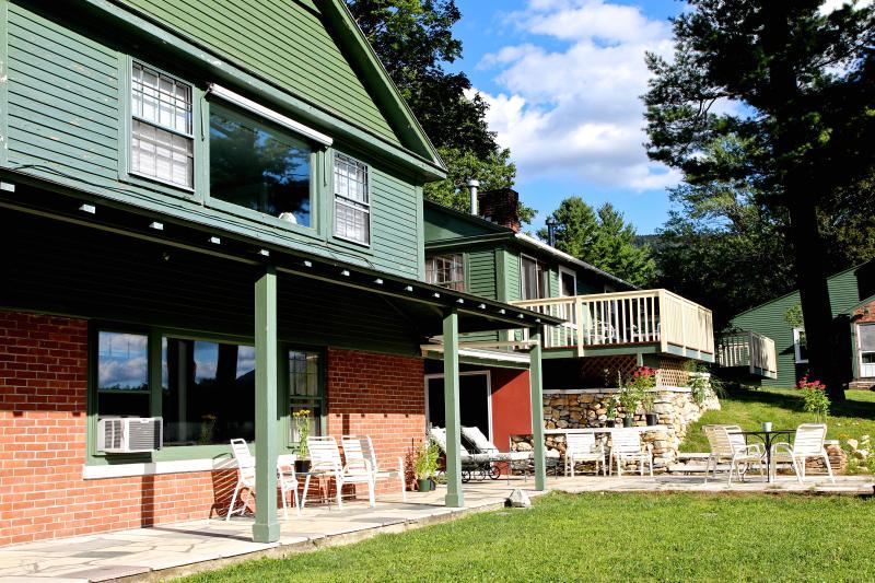 Equinox Views Villa in summer - Views! 6 bedrooms, 6 bath, 30 acres, jacuzzi +pool - Manchester - rentals