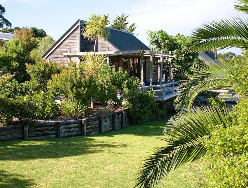 The villa is very private with its own driveway and garden - Te Manaaki  Villa, holiday cottage in Russell - Russell - rentals