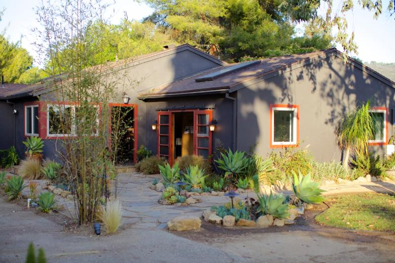 Flagstone path bordered by succulent and native grasses - Modern rustic retreat house with views - Newbury Park - rentals