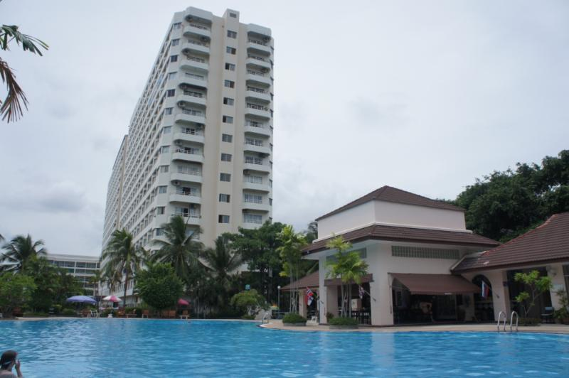 The View Talay Apartment Complex - One Bed Apartment-Kitchen-Lounge-Balcony-Sea Views - Pattaya - rentals