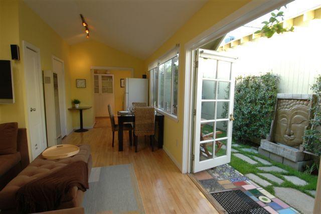 Living room - Beach Guest House, 1 bedroom 1 bath.. - Venice Beach - rentals