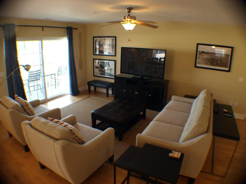 Living room with TV, Blu-Ray Player, Wifi, Cable - aqua Postcard Perfect *$2295 POOL BEACH 1 BLK GYM - New Buffalo - rentals