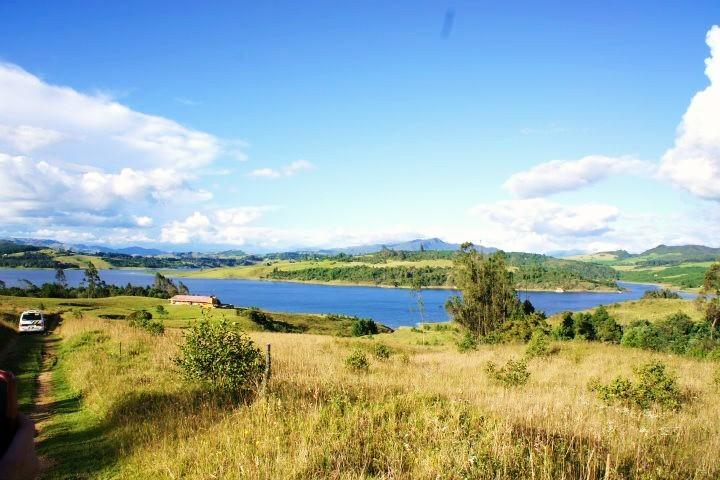 PANORAMICA FINCA SIDARTA, EL SISGA COLOMBIA. UN SITIO UNICO PARA DESCANSAR Y DESCONECTARSE EL MUNDO - AWSOME HOME IN FRONT OF A LAKE  EL SISGA, COLOMBIA - Choconta - rentals