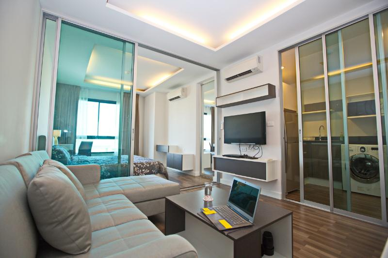 New open space design for maximum use and feeling of space and brightness - New 1BR With Pool @ Sathon Center (Wifi +BTS +BRT) - Bangkok - rentals