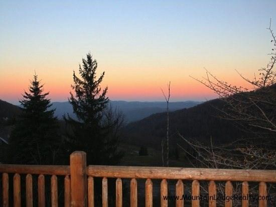 Lovely Home, Great Location, Multi-Mile Long Range Views, Hawksnest Snow Tubing - Image 1 - Seven Devils - rentals