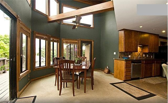 Dine well just off the kitchen in the midst of beautiful foliage out the window - Enchanting Home! Beach Seaworld LaJolla & Downtown - Pacific Beach - rentals
