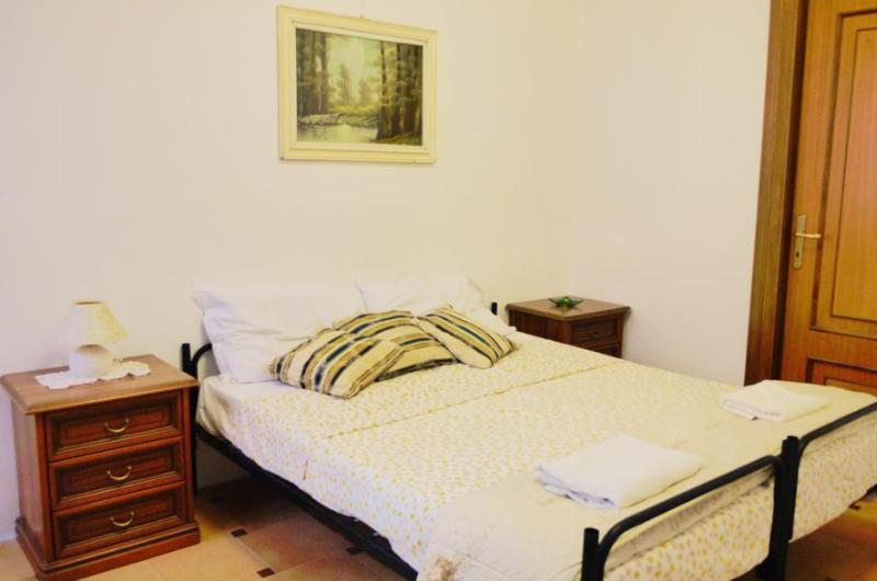 Comfy double-bed room - Doublebed room with garden - Cagliari - rentals