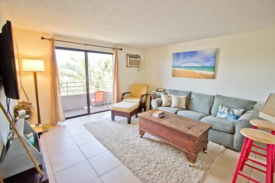 Livngroom - Walk to Best S Maui Beach; 2BR Non-touristy; DEAL! - Kihei - rentals