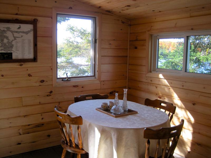 Dinning area - Parolin's Cottages - Port Loring - rentals