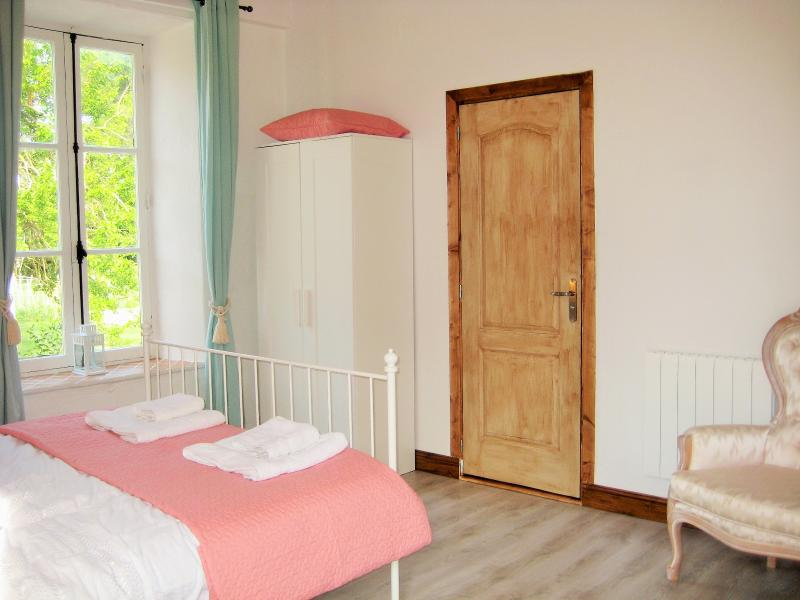 Lavender Studio at La Matte relaxing and spacey airy bedroom for a good nights sleep - Lavender Studio at La Matte Near Carcassonne - Conques-sur-Orbiel - rentals
