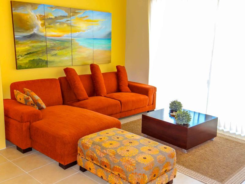 Living Room - Two BDR, partial ocean view 1 block to beach, Vi 3 - Playa del Carmen - rentals