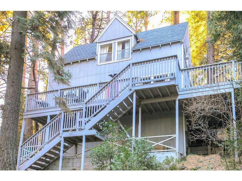Up among the treetops - Life is Better on the Deck - Lake Arrowhead - rentals