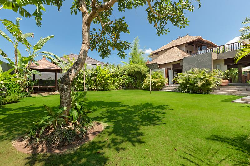 Garden view - plenty of room to relax or run around - Villa Kebun the Garden Villa - Canggu Bali - Canggu - rentals