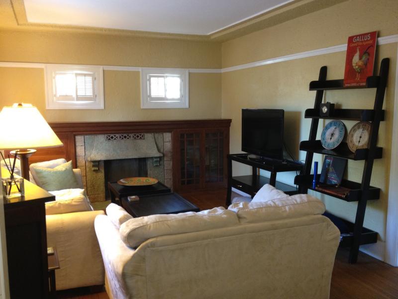 Living Room - Nicely Decorated Berkeley Craftsman - Berkeley - rentals